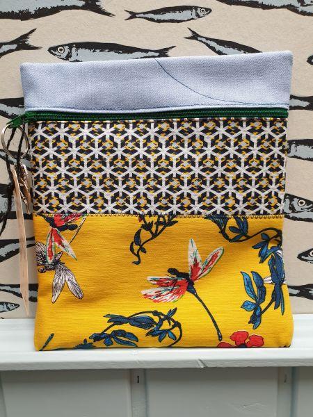 M39 Tasche klein Handarbeit Blumen auf gelb