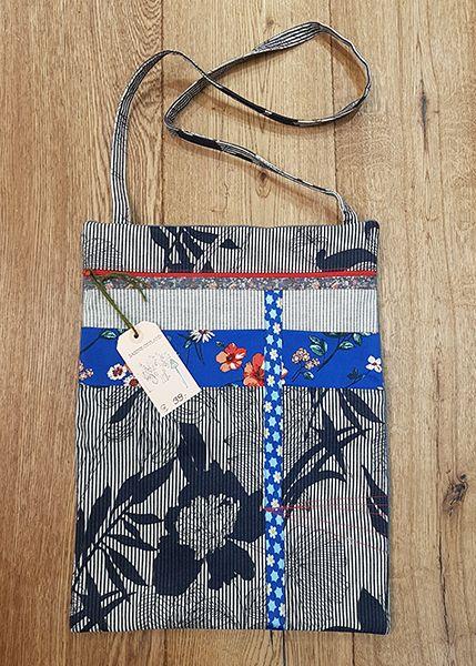 M39 Tasche Handarbeit Blumen 010523
